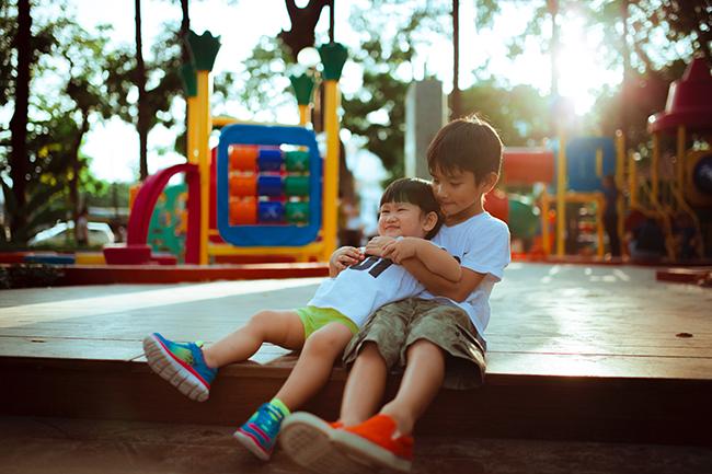 Pavimentación y tipo de suelo en parques de juego para niños